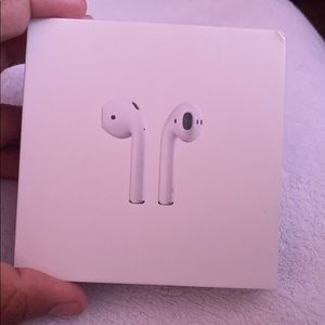 AUTHENTIC APPLE AIRPODS 2ND GENERATION